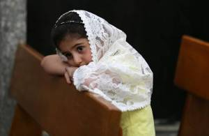menina-eucaristia